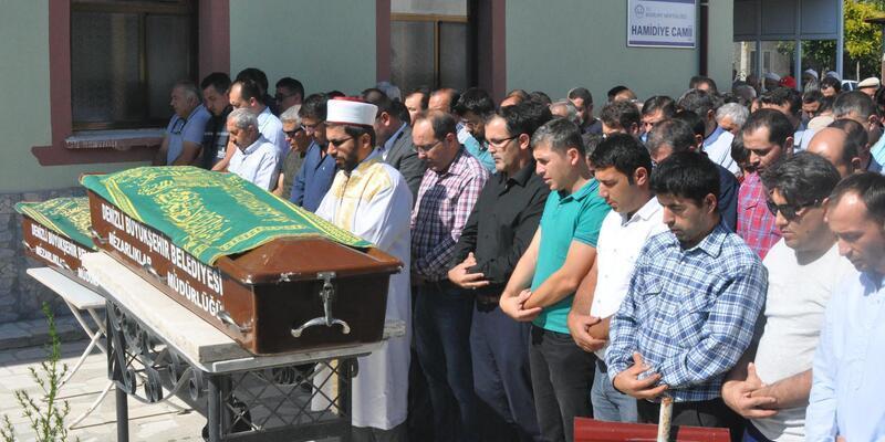 Kazada ölen iki kardeş yan yana toprağa verildi