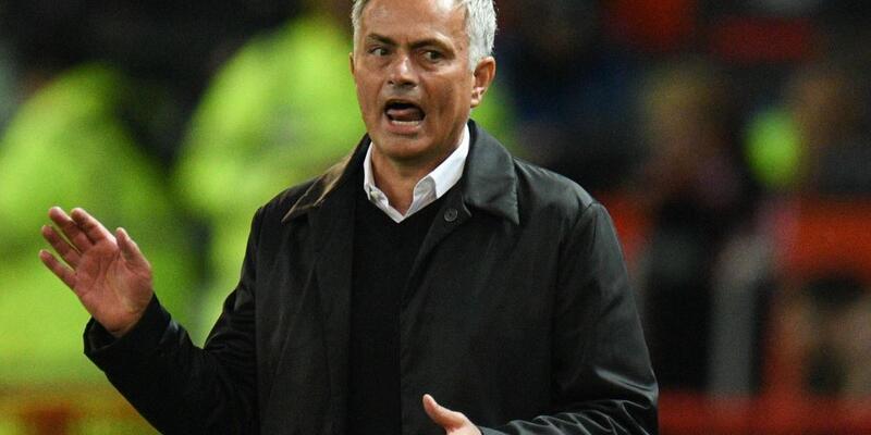 Mourinho iki stoper birden istedi