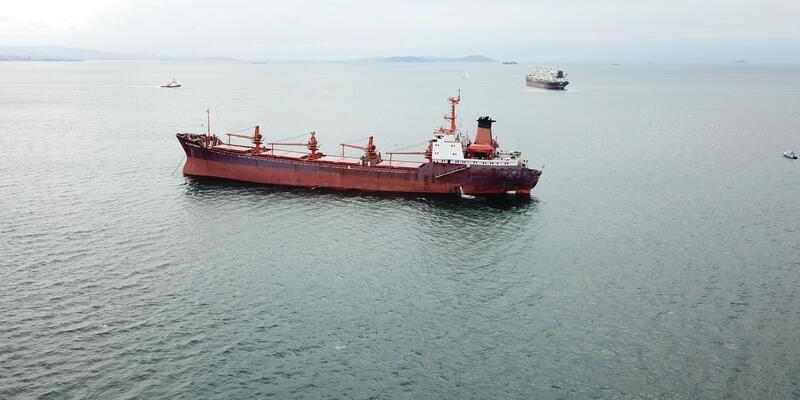 Her iki geminin fotoğraflarıyla // Yenikapı açıklarında iki gemi sürtüştü