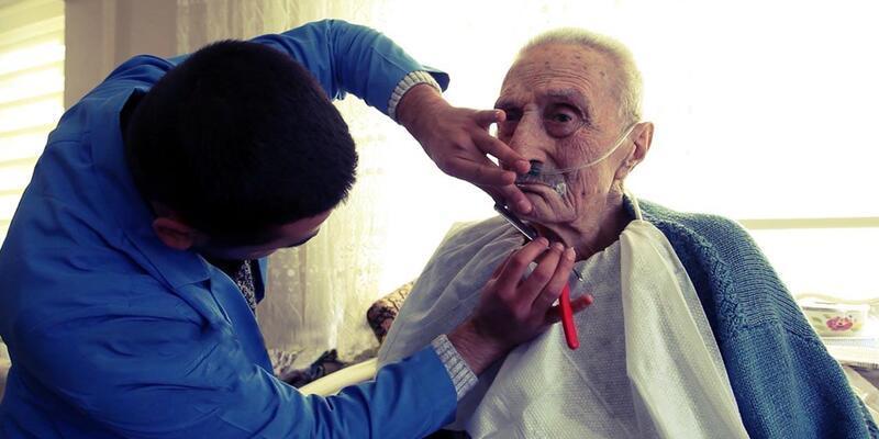 Bolu Belediyesi 'Sevgi Eli' birimi hasta ve muhtaçları yalnız bırakmıyor