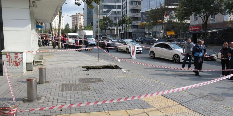 Ataşehir'de kaldırımda çökme
