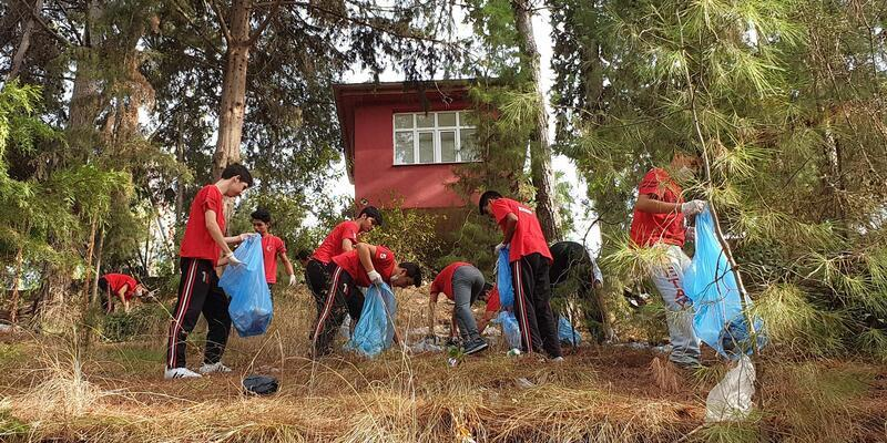 Gönüllü temizlik elçileri Kadirli'de temizlik kampanyası başlattı