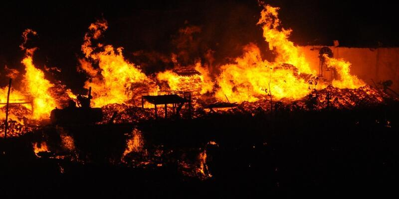Palet imalathanesinde yangın