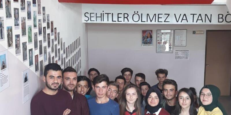 Lise öğrencilerinden 'Şehitler Merdiveni'