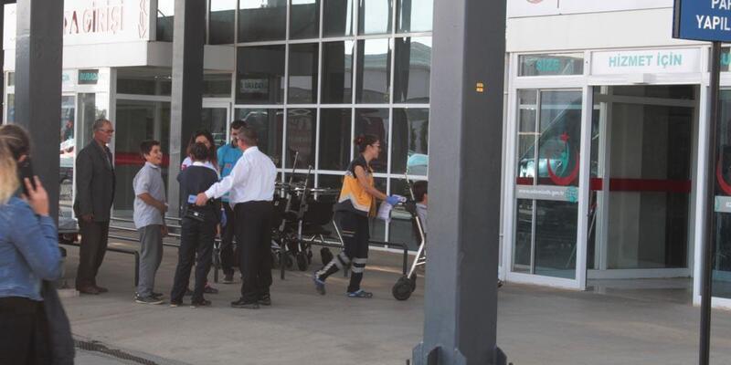 İzmir'de 21 öğrenci ve 1 öğretmen gıda zehirlenmesi şüphesiyle hastaneye kaldırıldı