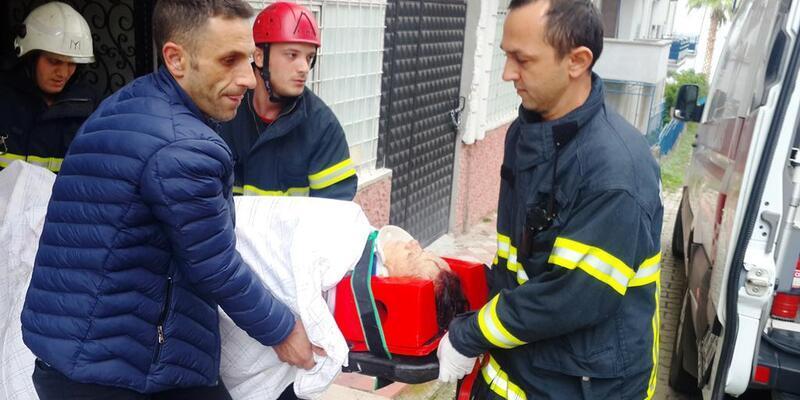 5'inci kattan düşen emekli öğretmen ağır yaralandı