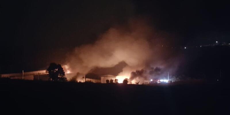 Bursa'da sanayi sitesinde fabrika yangını korkuttu (1)