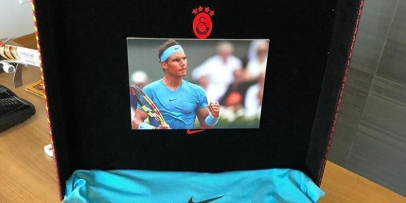 Rafael Nadal'dan Fatih Terim'e hediye