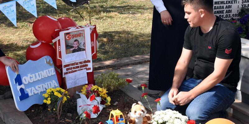Astsubay baba, şehit oğlu Bedirhan'ın ilk yaş gününü mezarında kutladı