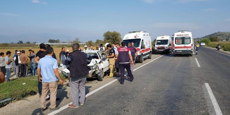 Otomobil park halindeki otomobile çarptı: 2'si bebek 5 yaralı