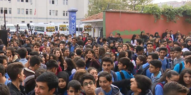 """Okulda """"taciz"""" iddialarına protesto"""