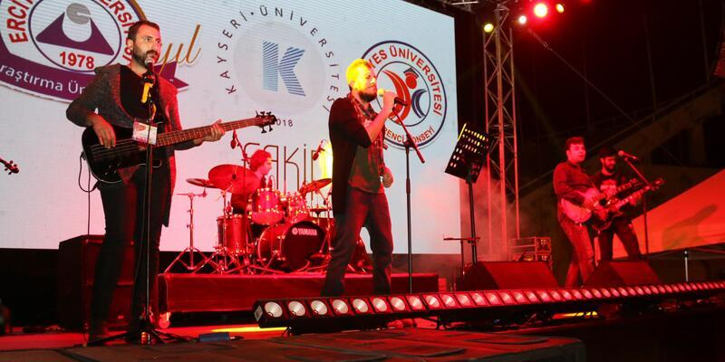 ERÜ'de Fakir Band Rock Grubu konser verdi