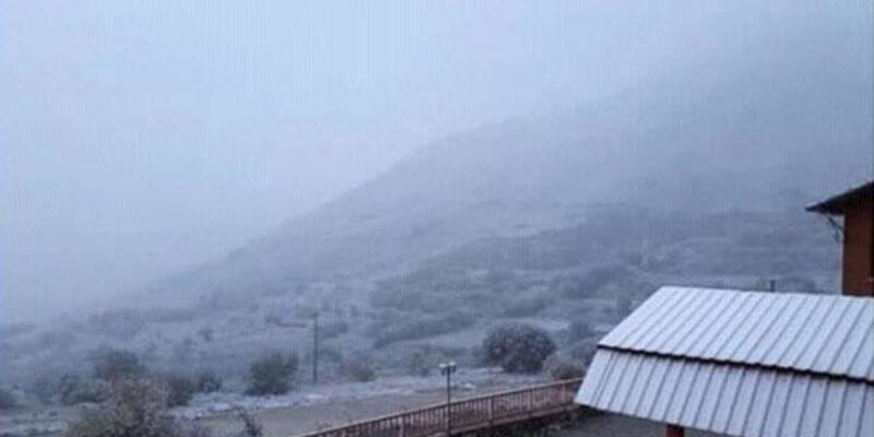 Bozdağ'a mevsimin ilk karı yağdı