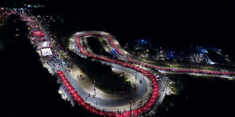 Antalya'da Türk bayraklı meşaleli 29 Ekim yürüyüşü