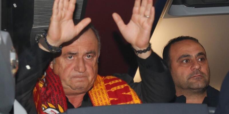 Galatasaray taraftarı takımı karşıladı