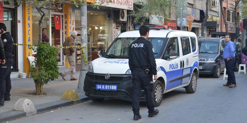 Gaziosmanpaşa'da kavgayı ayırmak isteyen polis memuru bıçakla yaralandı