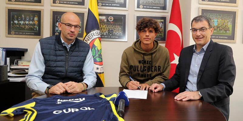 Fenerbahçe, Gürol Demirezen ile profesyonel sözleşme imzaladı