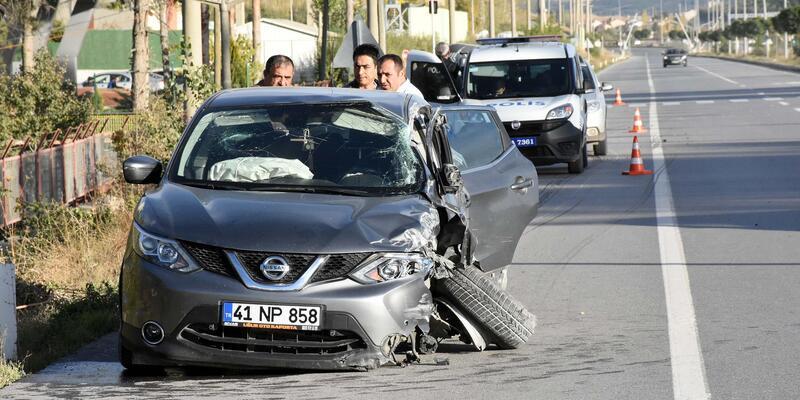 Otomobil, TIR'la çarpıştı: 1 yaralı