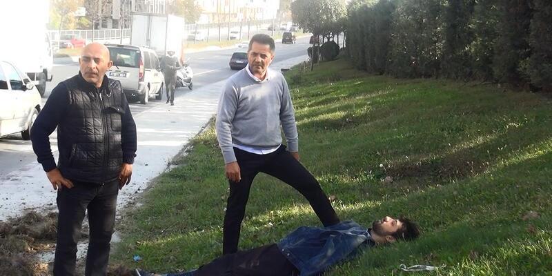Sultangazi'de kaza: Üşümesin diye yaralıyı kendi montuyla örttü