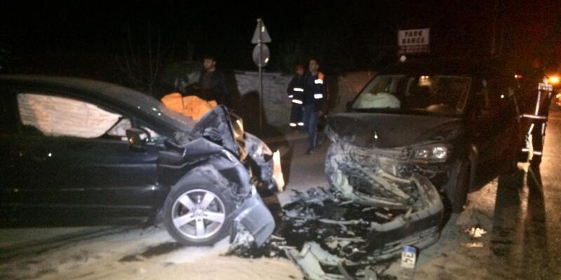 Beykoz'da iki otomobil kafa kafaya çarpıştı: 1 ölü, 3 yaralı
