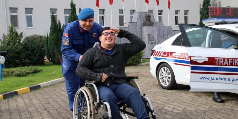 Engelli çocukları mutlu ettiler
