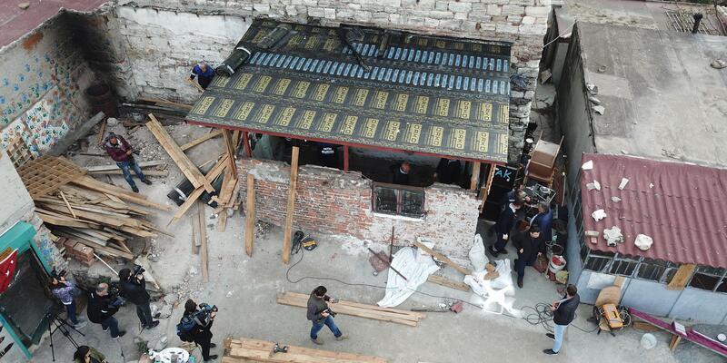 Drone'a yakalanan tarih talancılarının yaptıkları barakalar yıkılıyor (2)