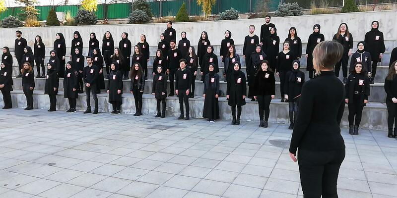 İşaret diliyle 10'uncu Yıl Marşı'nı okuyup, zeka küpleriyle Atatürk'ü çizdiler