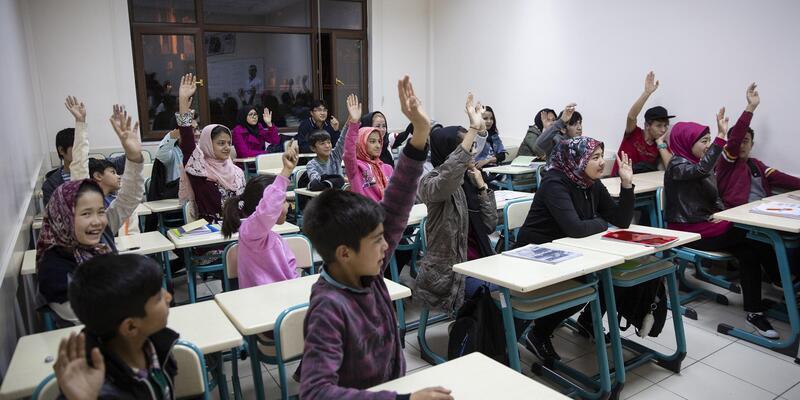 Kayseri'de yaşayan Afganlara Türkçe eğitimi veriliyor