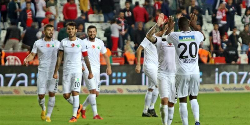 Akhisarspor 90+2'de galibiyet golünü attı