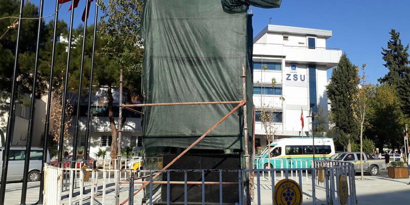 Atatürk'e benzemeyen heykelde düzeltme çalışmaları başladı