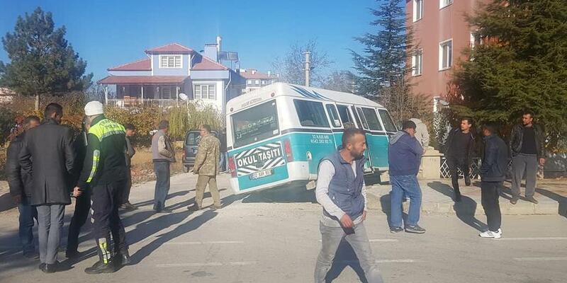 Şarkikaraağaç'ta kaza: 3 yaralı