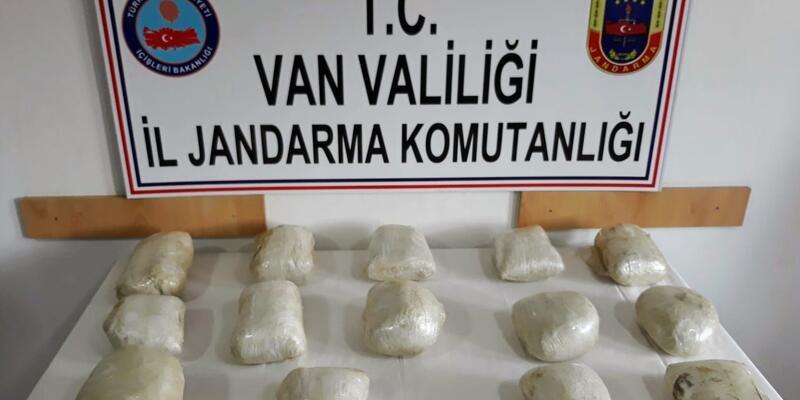 Van'da jandarma menfezin altına bırakılan 15 kilo uyuşturucu ele geçirdi