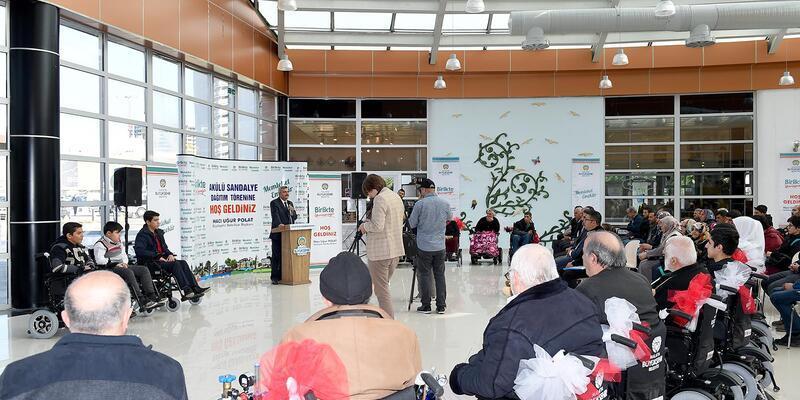 Malatya'da 43 akülü sandalye dağıtıldı