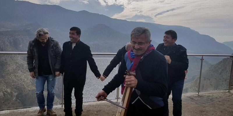 Siirt'e hamsi festivali için gelen Trabzonlular horon oynadı