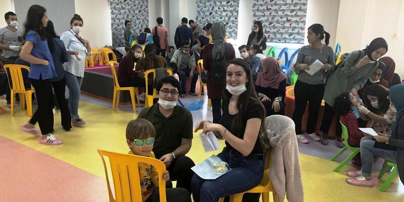 Miniklere diş taraması ve diş sağlığı eğitimi