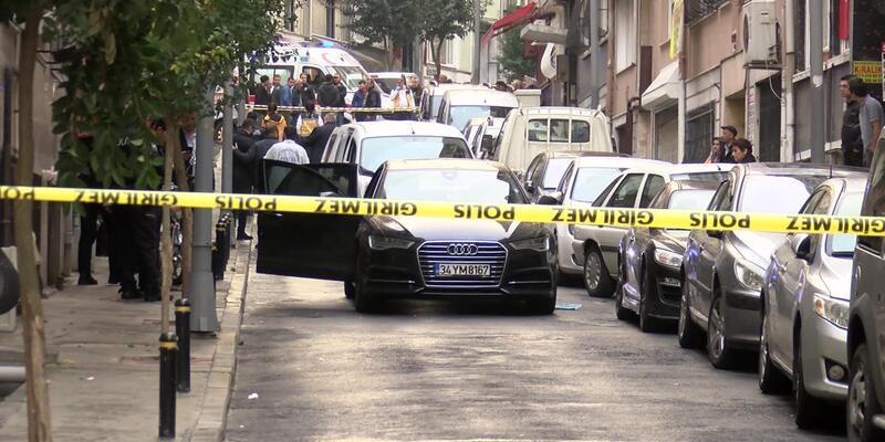 Şişli'de lüks otomobile silahlı saldırı: 2 yaralı (2)