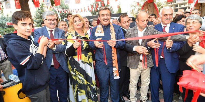 Başkan Çetin kendi açtığı tesiste ilk maçı yaptı