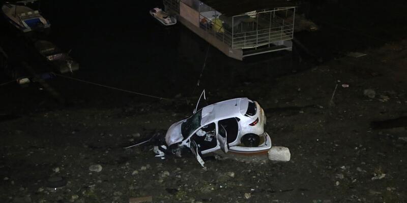 Uçurumdan yuvarlanan otomobil teknenin üzerine düştü: 4 yaralı