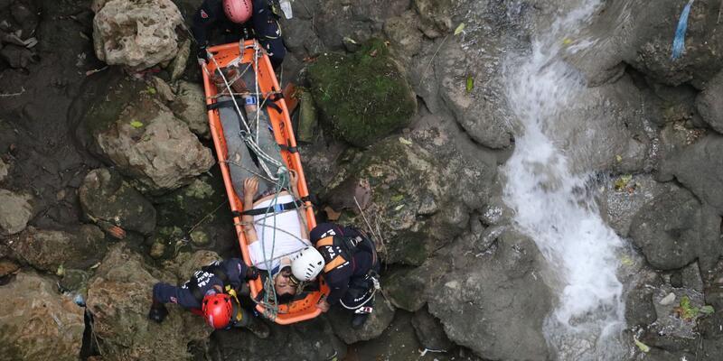 30 metrelik kanyonda film gibi kurtarma operasyonu