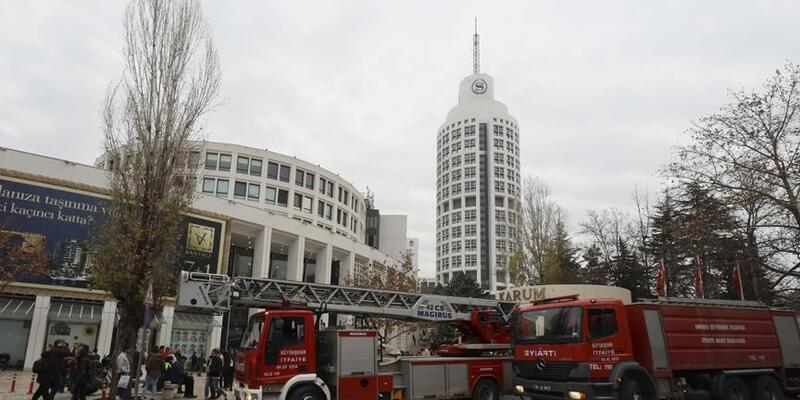 Ankara'da AVM'de yangın paniği