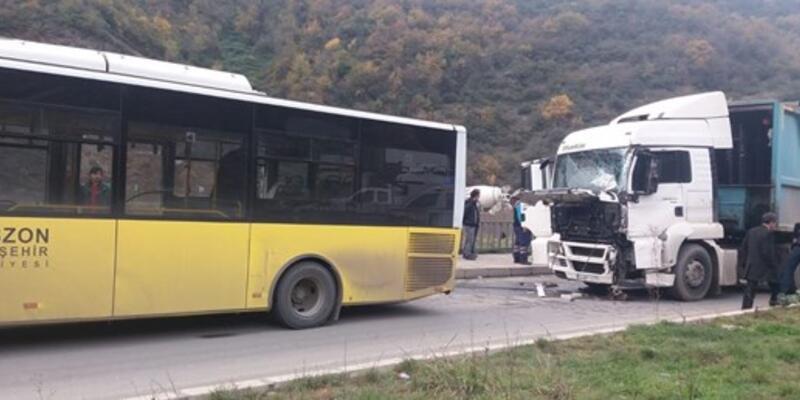 Trabzon'da TIR belediye otobüsüne çarptı: 9 yaralı