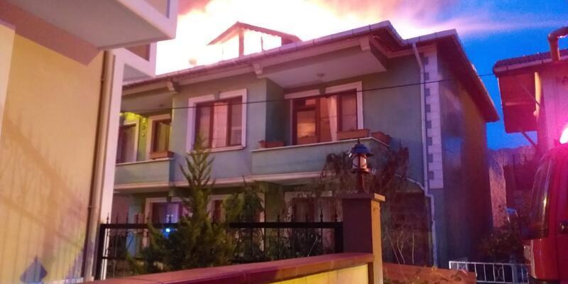 Ağva'da iki katlı bina alev alev yandı