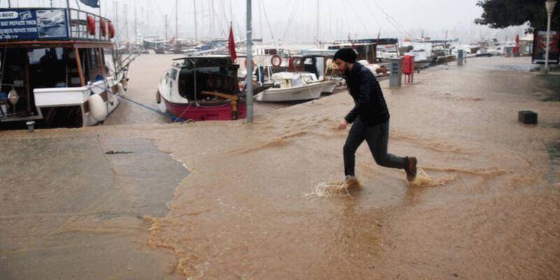 Meteoroloji'den 3 bölge için sel uyarısı