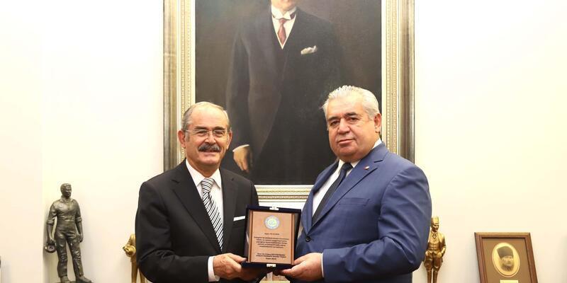 Başkan Büyükerşen'den Ali Eldem'e teşekkür