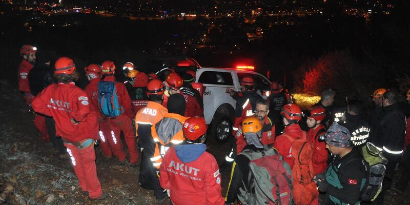 Kayalıklara düşüp yaralanan 2 İranlı, film gibi operasyonla kurtarıldı