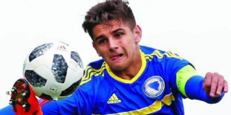 Herkes 17 yaşındaki Boşnak futbolcu Ajdin Hasic'in peşinde