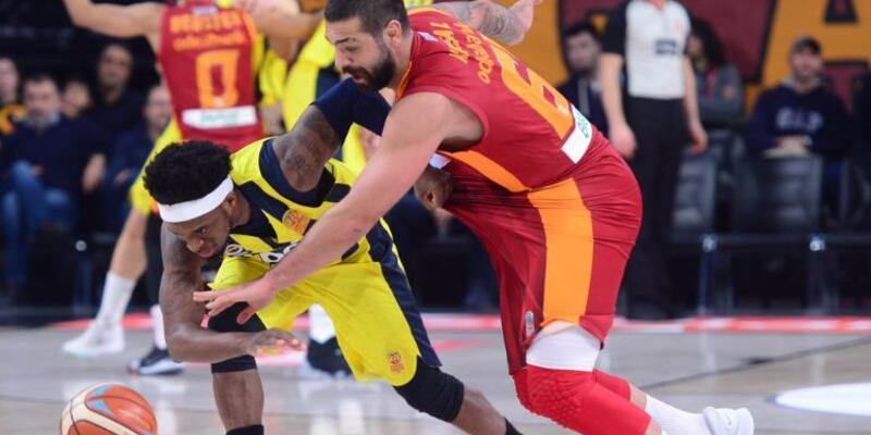 Galatasaray, Fenerbahçe'yi devirdi