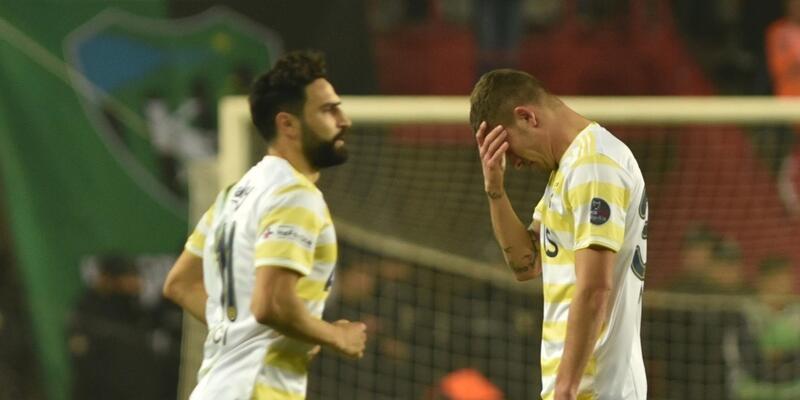 Fenerbahçe'nin ilk yarı raporu: Küme düşme hattında kaldı