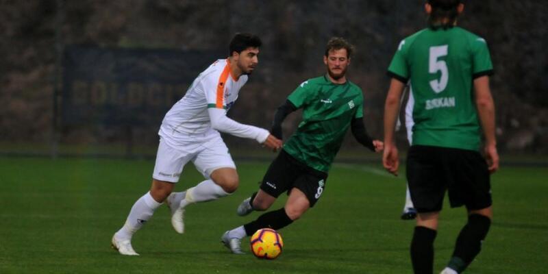 Ozan Tufan Alanyaspor formasıyla ilk maçına çıktı