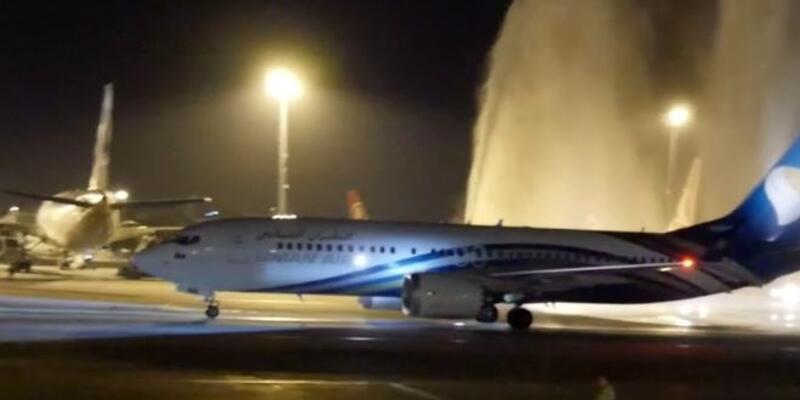 Havada panik anları: Camı çatlayan uçak zorunlu iniş yaptı